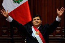 Murió el ex presidente peruano Alan García: se disparó en la cabeza al momento de su detención