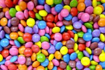 La Anmat prohibió unos confites de chocolate y un orégano