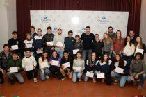 Galli entregó 28 becas para jóvenes deportistas