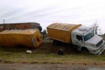 Azul RP 51: Formación embiste a un camión en el cruce de la Colorada