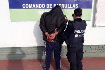 Estaba en estado de ebriedad , agredió a la policía y fue detenido
