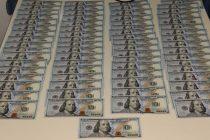 Noble Gesto:Dos policías devolvieron 8 mil dólares que encontraron en un bolso