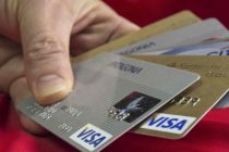 Cepo reforzado: el BCRA restringe a US$50 las compras con tarjetas de crédito en el exterior