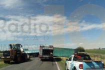Bolívar: un camión de Olavarría protagonista de un vuelco en ruta 65 y 205