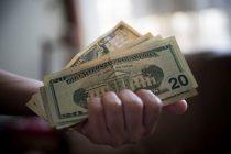 El dólar oficial cerró a $ 69,84 y el contado con liquidación a $123,91