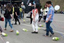En China este grupo de veganos pasea lechugas en vez de perros