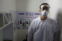 Fabrica elementos de protección para donar a hospitales un Bioquimico Olavarriense