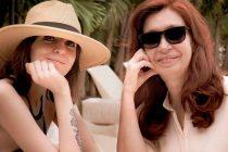 Cristina Kirchner vuelve a Buenos Aires junto a su hija Florencia
