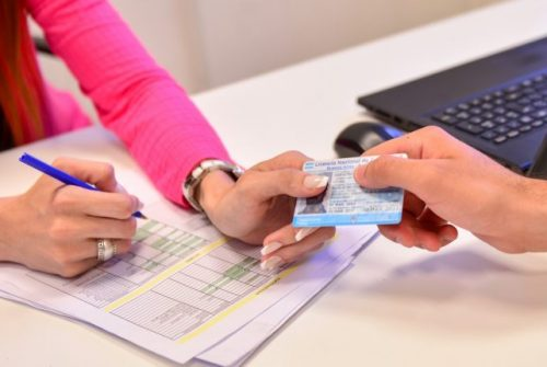 Prorrogan licencias de conducir que vencían entre febrero y fines de agosto