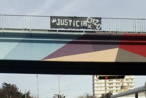 Familiares de Enzo Marconi colocaron una pancarta «el asesino sigue en libertad»