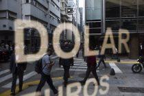 """El dólar """"blue"""" cerró en $ 138, en medio del temor por más restricciones a la compra"""