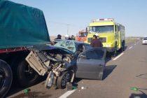 Ruta 226 Azul: Fuerte choque por alcance entre un auto y un camión