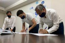 Galli firmó un convenio para la instalación de la oficina CNRT en la terminal