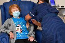 Histórico: Una Mujer inglesa de  90 años, es la primera en recibir la vacuna de Pfizer