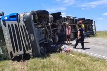 Volcó un camión sobre Ruta 51, en cercanías de Coronel Pringles