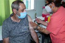 Laprida: Torres pidió «confianza en la vacuna» tras recibir la dosis