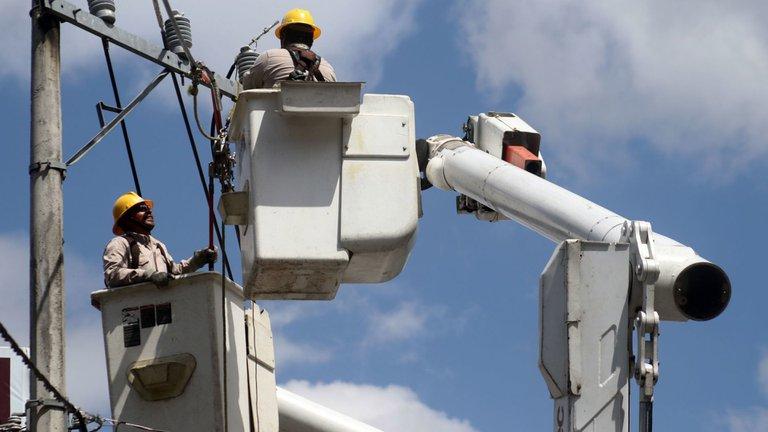 Piden descongelar tarifas eléctricas