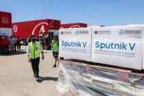 Un avión de Aerolíneas irá a buscar más dosis de Sputnik V