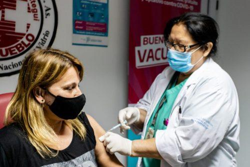 """Provincia evita hablar de """"segunda ola"""" y apunta a vacunar 150.000 personas por día"""