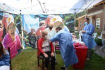 Continúa la vacunación de PAMI en residencias de adultos mayores