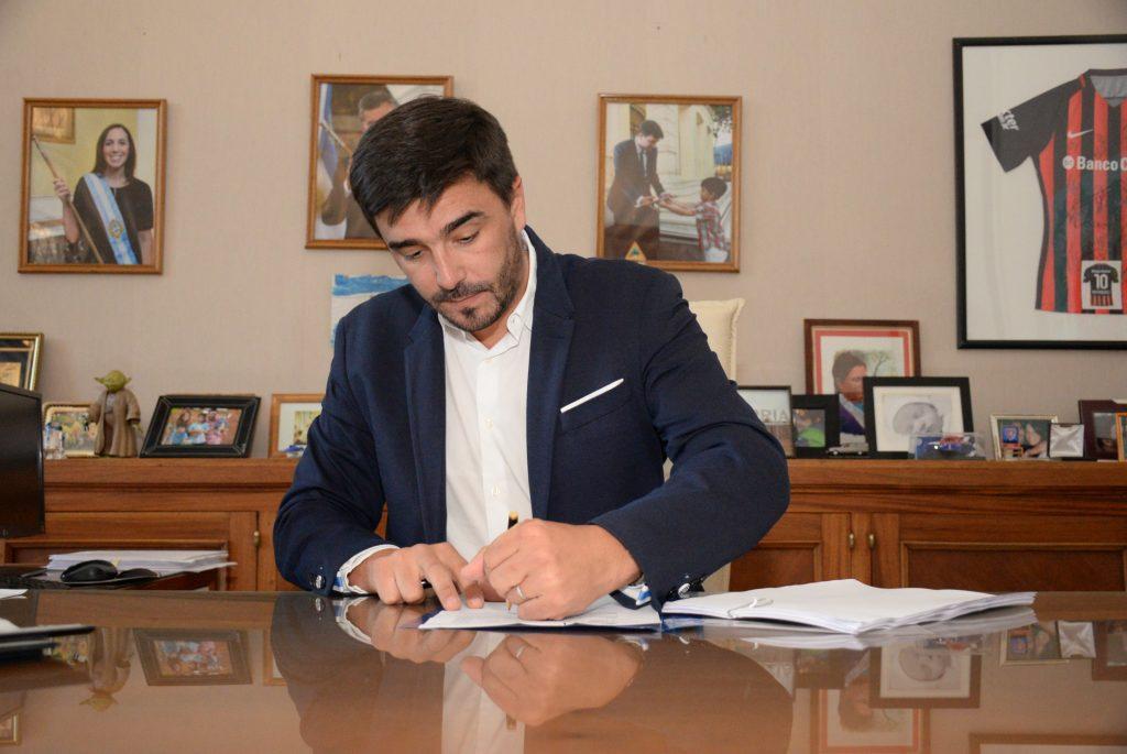 El intendente Ezequiel Galli firmó