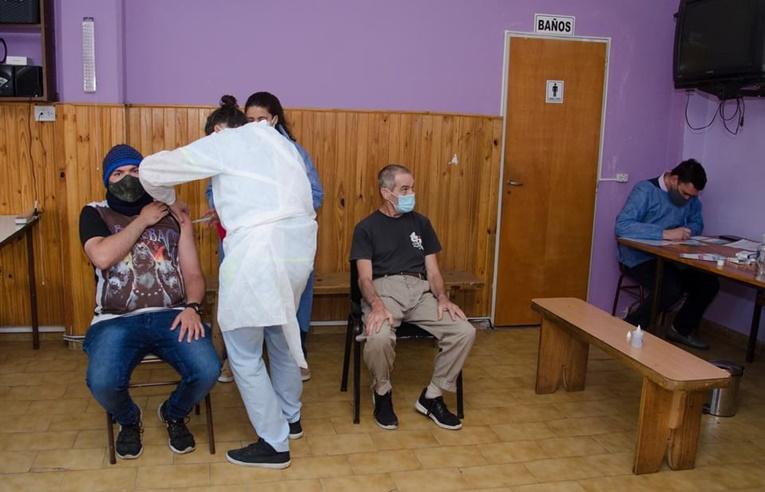 PAMI continúa la vacunación aplicando