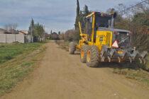 Continúan los trabajos de mantenimiento de calles y limpieza de canales en el Partido de Olavarría