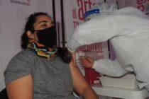 En La Madrid ya vacunan contra el coronavirus a mayores de 18 años sin comorbilidades