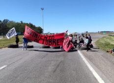 El Movimiento 1 de Octubre realiza una protesta cortando el cruce de las Ruta 226  y 3